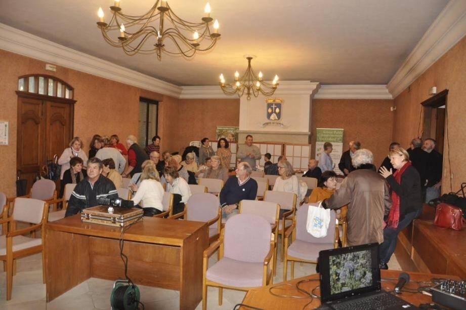 Les Saute Buisson en réunion .                                    (DR)