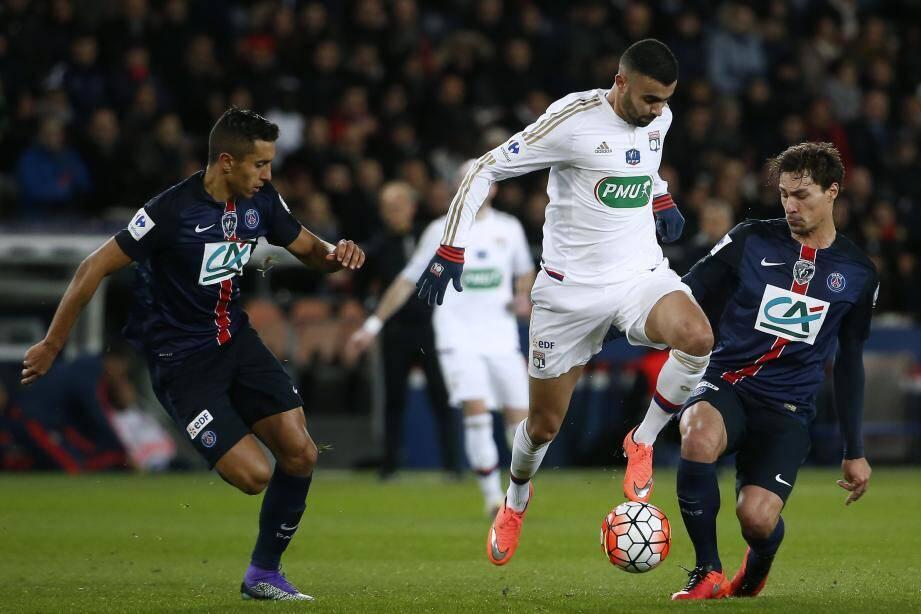 Marquinhos et Stambouli, qui entourent ici le Lyonnais Ghezzal mercredi dernier en Coupe de France, devraient de nouveau avoir du temps de jeu pour faire souffler certains cadres.