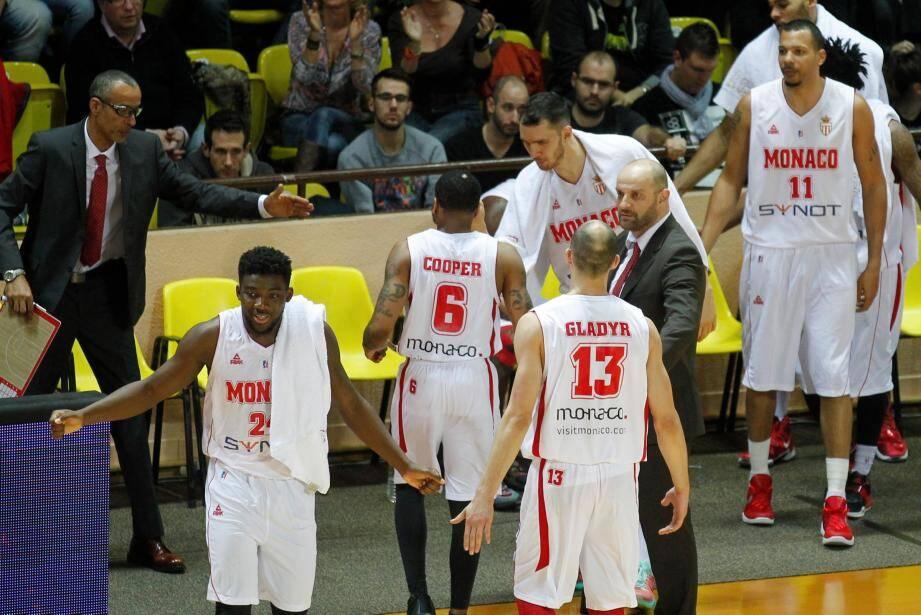 Mitrovic donne ses consignes.