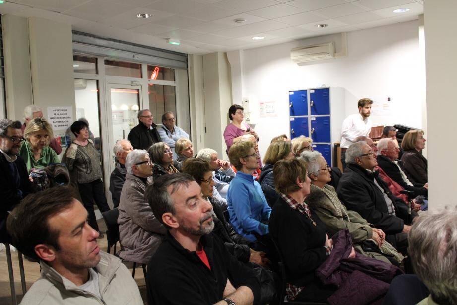 Les habitants du quartier Saint-Etienne, en cœur de ville, sont venus nombreux à l'assemblée générale du comité pour mieux comprendre les projets de réhabilitation en cours.