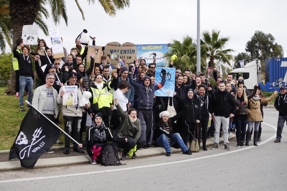 Le collectif Sans voix PACA s'est rassemblé hier devant Marineland contre la réouverture du parc animalier.