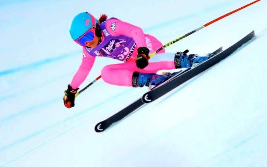 La skieuse monégasque devance les Françaises lors de la descente de Coupe du Monde en Allemagne.
