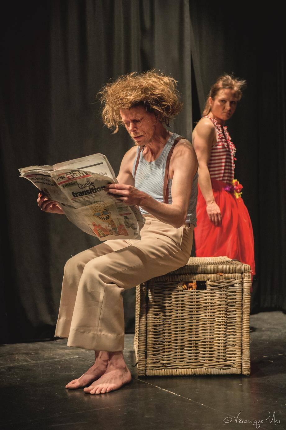 Les Lunatiques présentent leur duo décalé, à partir de ce soir, sur les planches du théâtre Le Tribunal.
