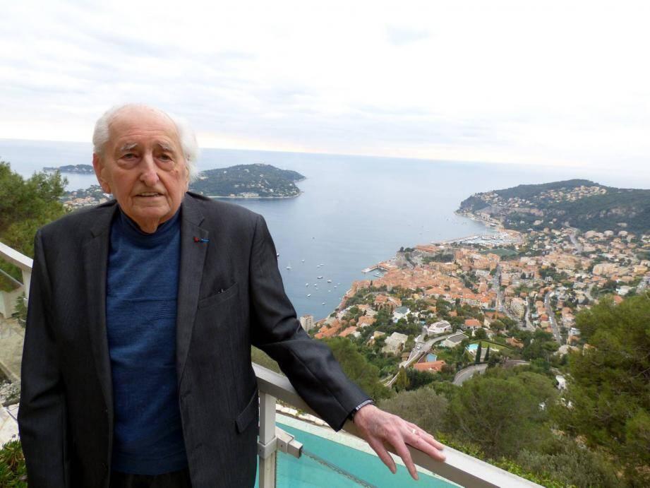 Dans la villa qu'il a créée, dominant l'une des plus belles rades du monde, l'architecte Michel Mosser raconte la création de la Croix de Lorraine comme nul autre.