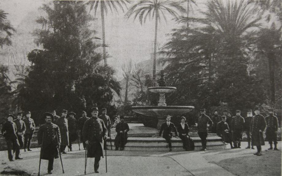 Transformée en maison de convalescence, la villa Baquis, boulevard Victor-Hugo accueille les soldats blessés et mutilés de la Grande Guerre. À droite, sur la carte de Verdun, François Rabut pointe le Bois des Caures.