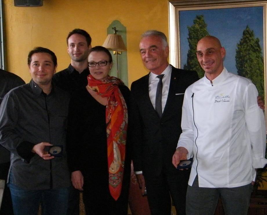 Richard Galy a profité du passage de Sophie Joissains,vice-présidente de la Région, déléguée à la culture et au patrimoine, pour honorer les deux chefs étoilés de la commune.