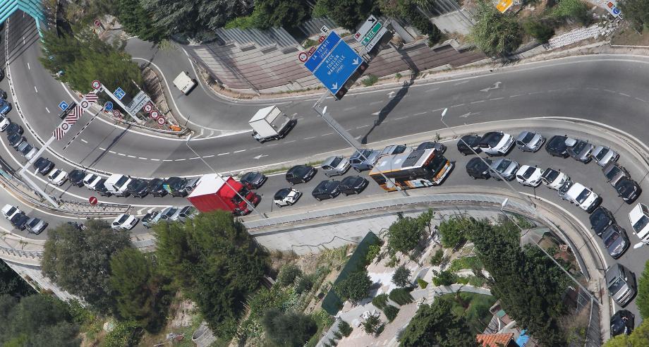 La plupart du temps, il faut prendre son mal en patience pour entrer dans Monaco. L'objectif du covoiturage c'est aussi de fluidifier le trafic.