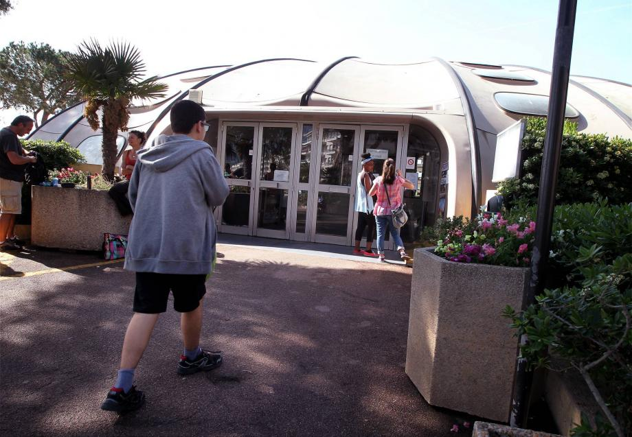 La piscine de l'esplanade Jean-Gioan, fermée depuis le printemps 2015, est un des investissements à venir qui ont passionné les débats en conseil municipal.