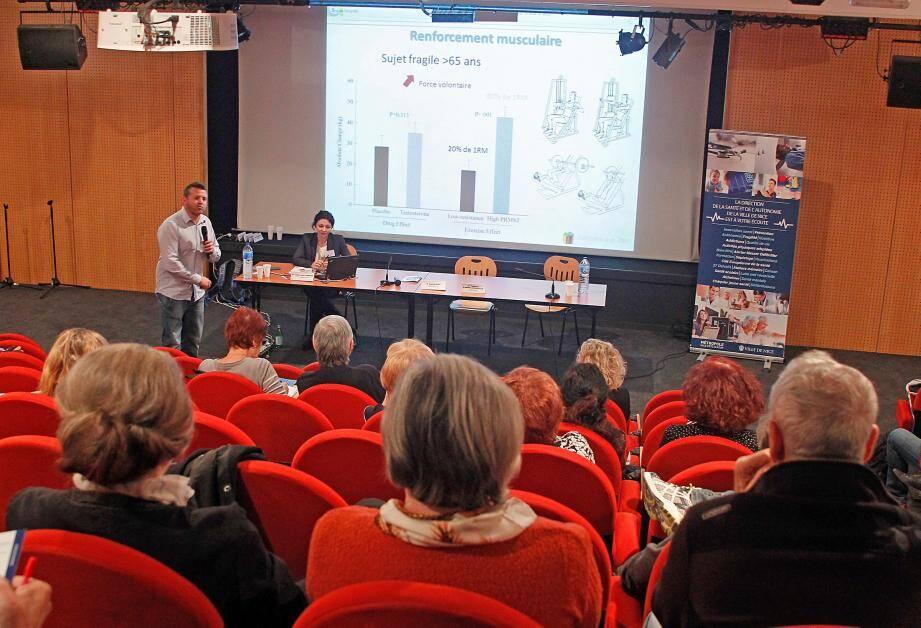Sophrologie, activités physiques, fragilité, pathologies, dépistage des cancers... les différentes conférences ont été suivies avec intérêt par un public plutôt nombreux.