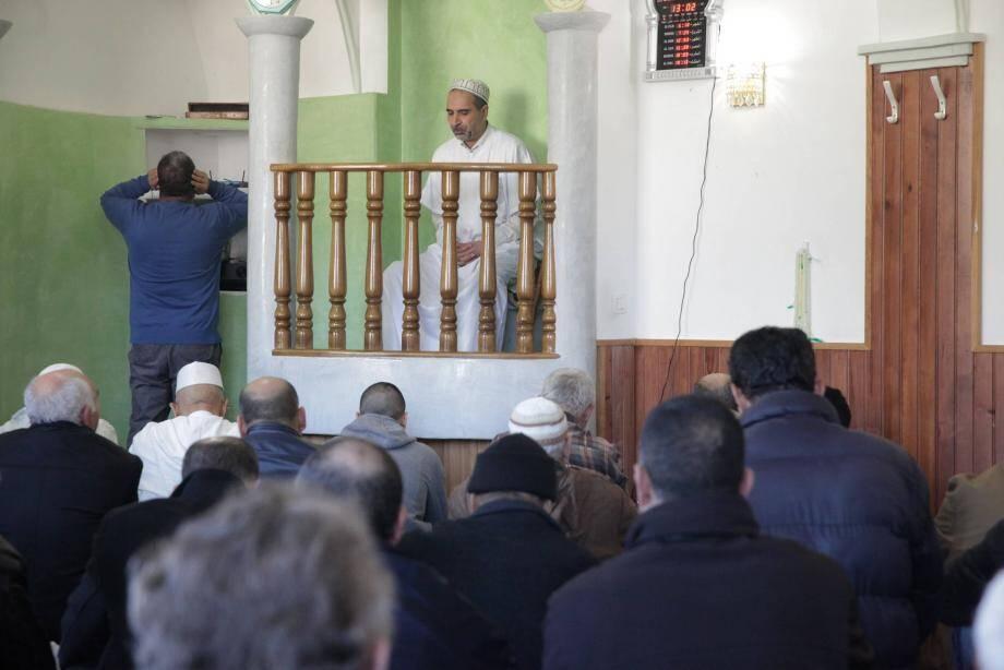 Hier, les non musulmans étaient invités à la prière du vendredi. La journée d'aujourd'hui aussi sera portes ouvertes.