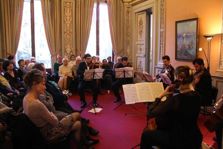 Les six musiciens de l'ensemble Riviera ont ravi un public venu en nombre dans ce lieu chargé d'histoire et de vibrations.