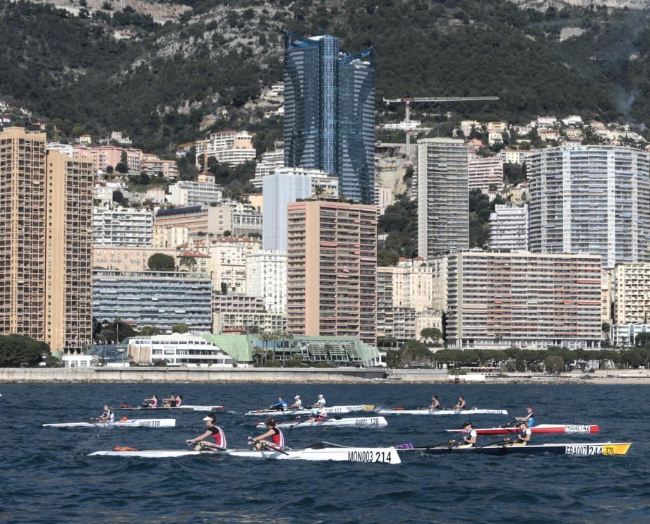 Entre le Yacht-club et la frontière avec Roquebrune, les rameurs ont parcouru hier matin 6 kilomètres sur l'eau.