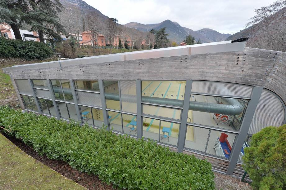Couverte et rénovée pour 4,5 millions d'euros, la piscine de Breil est toujours hors-service.