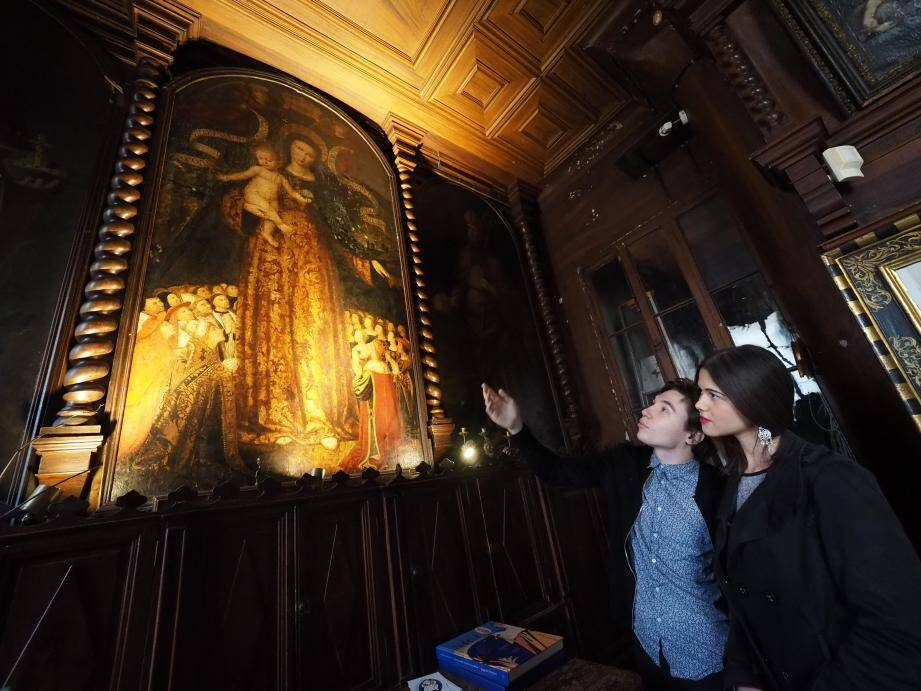 Aubin et Zina, avec leurs camarades Sonia et Amine, s'attellent à trouver des mécènes pour sauver la Vierge de Bréa située dans la chapelle de la Miséricorde, cours Saleya, à Nice.