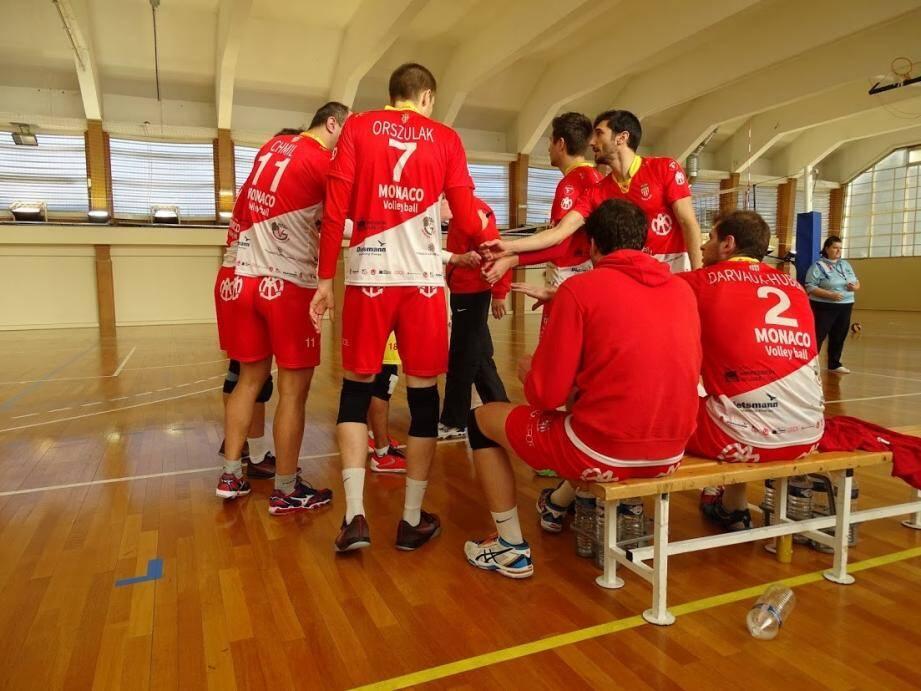 Déception pour les garçons de N2M après cette défaite inattendue qui met fin à l'invincibilité de l'équipe.(DR)