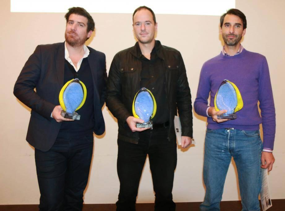 Les lauréats avec leurs trophées.