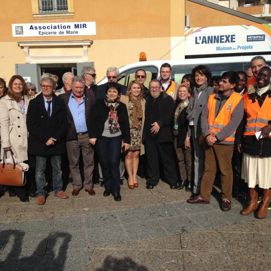 Inauguration (et bénédiction) du bus offert à MIR par le Rotary. Un buffet a ensuite été offert par Patrick Robert, P.-D.G. de la société SNRH.