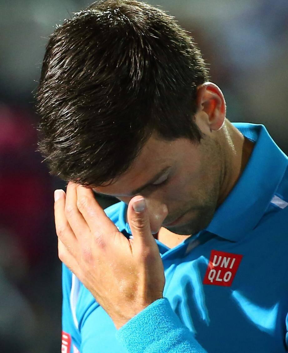 Le Serbe abandonne en quarts après 17 finales de suite.