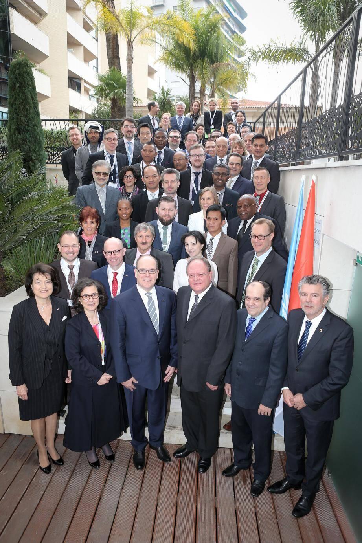 Le prince Albert II aux côtés des experts du Comité intergouvernemental de l'éducation physique et du sport.