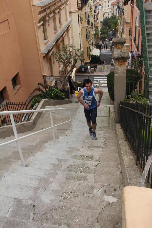 Les marches de l'escalier du Riviera ne sont pas de la même hauteur, ce qui fait de cette course un véritable défi.