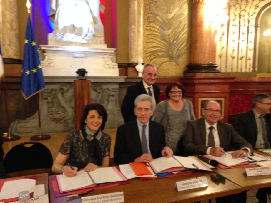 Dominique Estrosi-Sassone, Adolphe Colrat et Jean-Michel Sempéré ont paraphé hier le premier Contrat de mixité sociale du département.