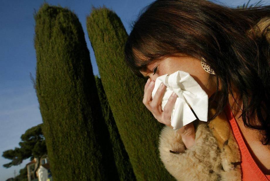 Une personne allergique au pollen de cyprès (image d'illustration).