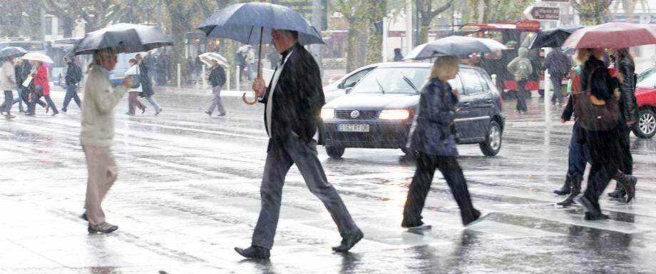 Les pluies sont éparses et intermittentes sur la frange littorale, avant de disparaître en fin d'après-midi.