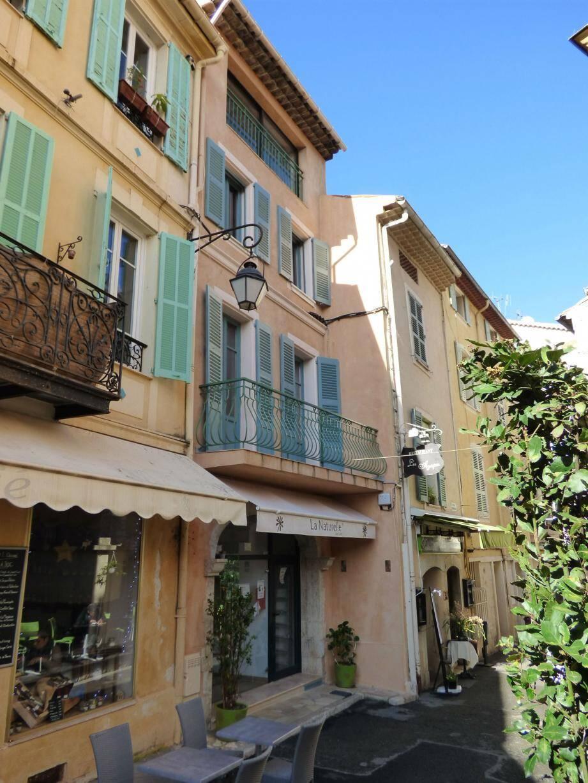 Au 6, place Clemenceau, la maison longtemps à l'abandon a été superbement rénovée, à la grande satisfaction des passants et des commerces environnants.