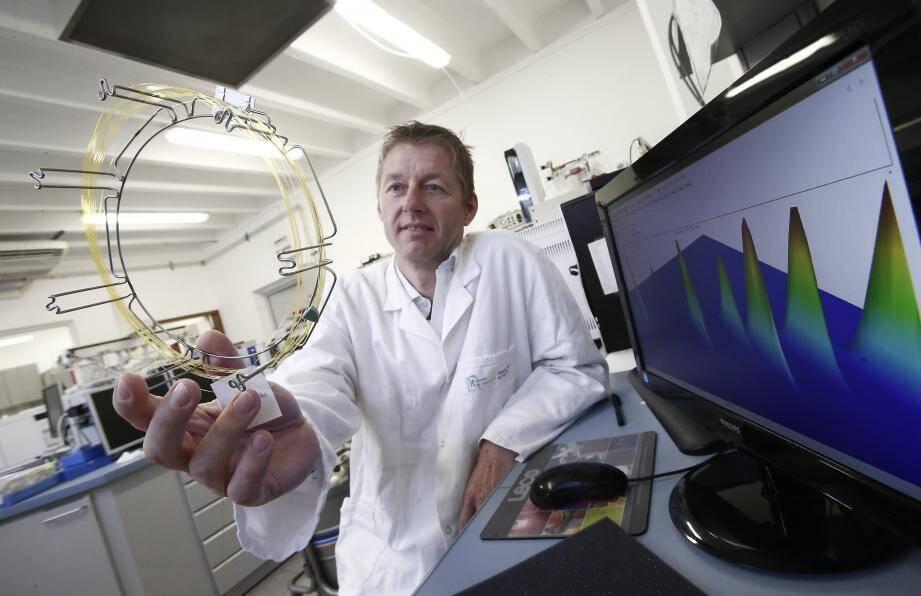 Voici la colonne capillaire, l'un des instruments mis au point par l'équipe du Pr Uwe Meierhenrich, pour aspirer, séparer et identifier les molécules organiques de Mars…