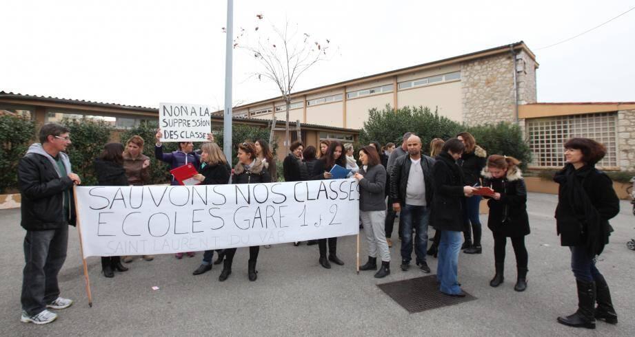La pétition des parents d'élèves FCPE comptait 150 signatures hier. Elle sera déposée cet après-midi au rectorat en espérant la levée du blocage.