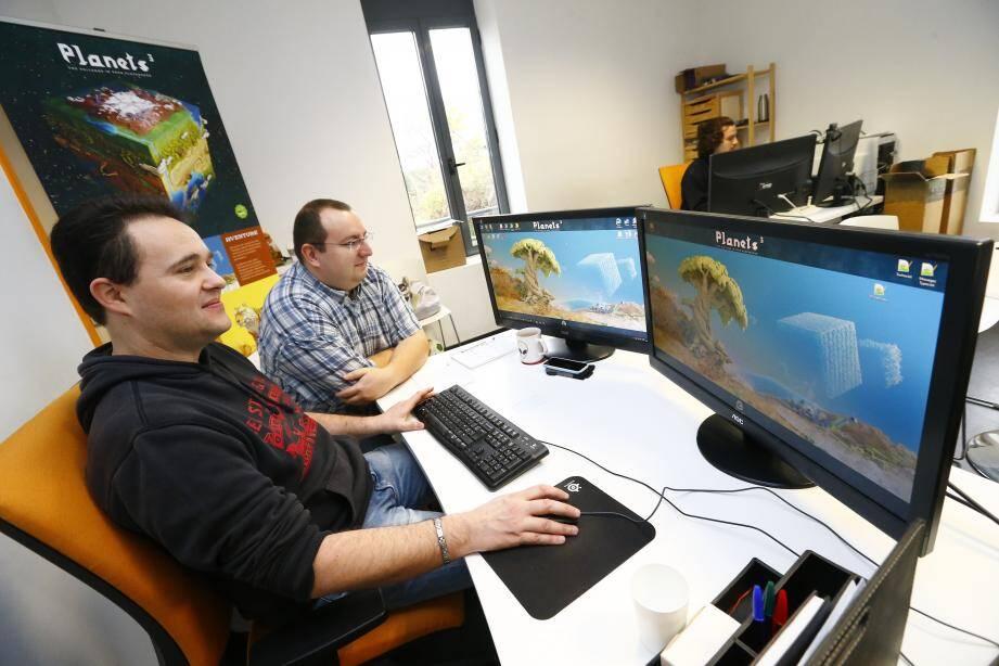 Michel Thomazeau a créé le jeu vidéo Planets3. Déjà 15000 joueurs testent son jeu non-commercialisé.