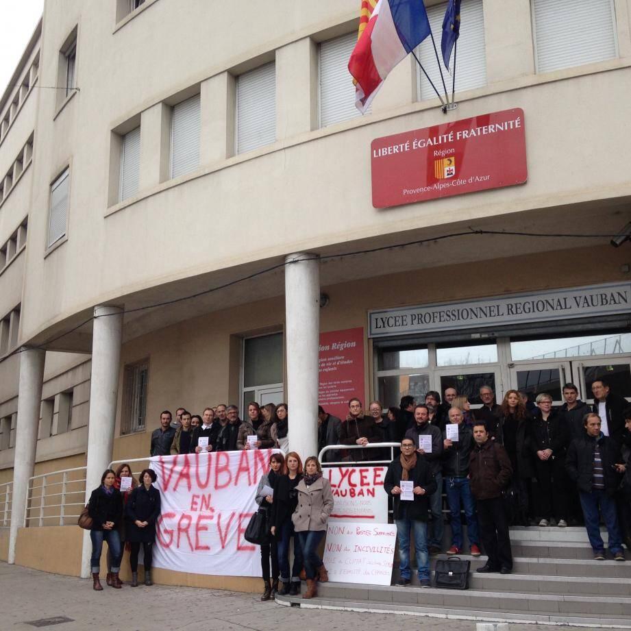 L'équipe enseignante du lycée professionnel régional du bâtiment Vauban a débrayé, hier.