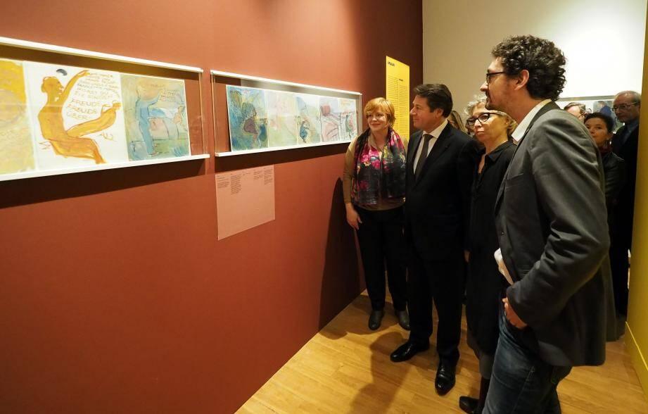 Marie Lavandier, commissaire de l'exposition, avec Christian Estrosi et David Foenkinos.