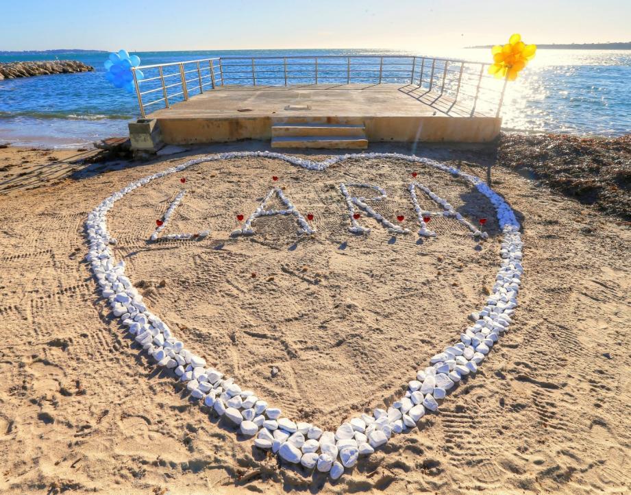 A Cannes, un amoureux a créé ce cœur sur la plage.