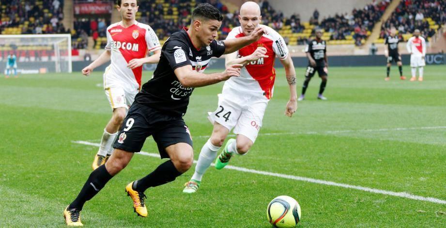 Sorti du terrain à la 82e minute, samedi lors du derby à Monaco, Hatem Ben Arfa se tenait une poche de glace sur la cuisse droite.