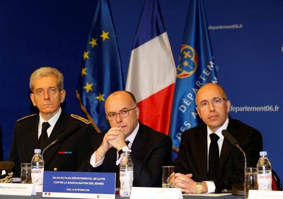 Le préfet des Alpes-Maritimes Adolphe Colrat, Bernard Cazeneuve et Eric Ciotti.