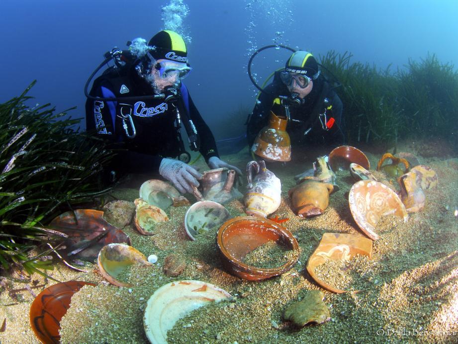 Le club Anao, agréé par le ministère de la Culture et affilié à la Fédération des activités subaquatiques de Monaco, très actif, a mis au jour de nombreuses pièces enfouies dans les fonds méditerranéens. Les plongeurs exposeront le résultat de 25 années de fouilles au musée de Menton. Ci-dessous, Eric Dulière directeur de mission.