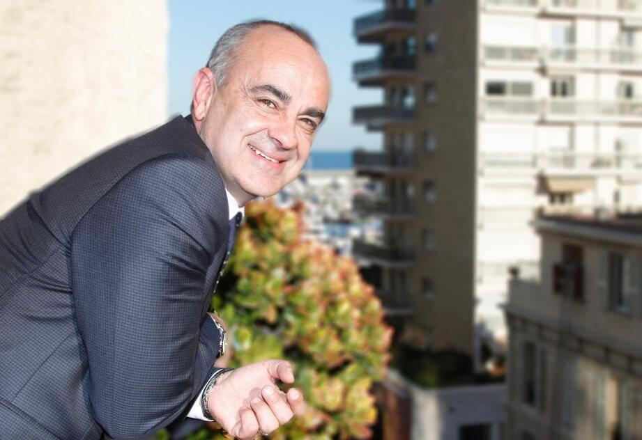 Christian Barilaro, élu R&E, fidèle au président du Conseil national.