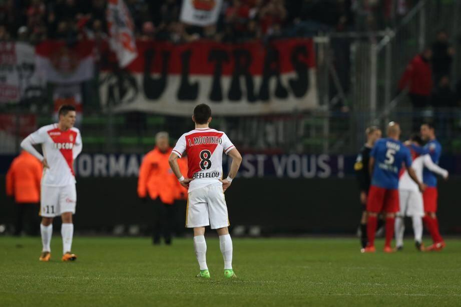 Joao Moutinho et Guido Carrillo désabusés à la fin du match à Michel d'Ornano.