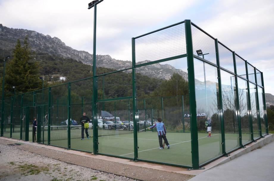 Le club dispose de deux courts ouverts de padel, deux autres, couverts, seront disponibles courant mai.