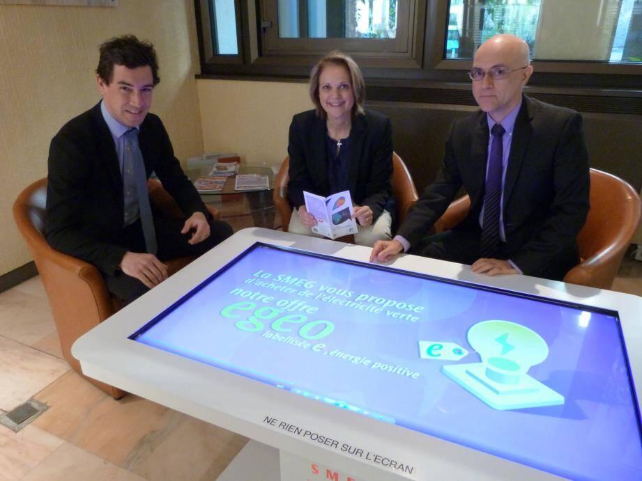 A droite, Pierfranck Pelacchi le directeur commercial de la SMEG, et son équipe. Ils travaillent sur l'offre Egeo souscrite déjà par 30 % des clients.
