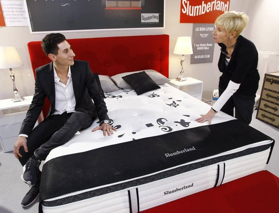 Dormir dans le même lit que la reine d'Angleterre : tout l'art d'être dans de beaux draps avec « Le bon litier ».
