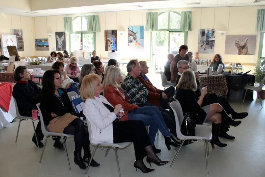 Les participants se sont félicités de la qualité des contacts et des conférences.
