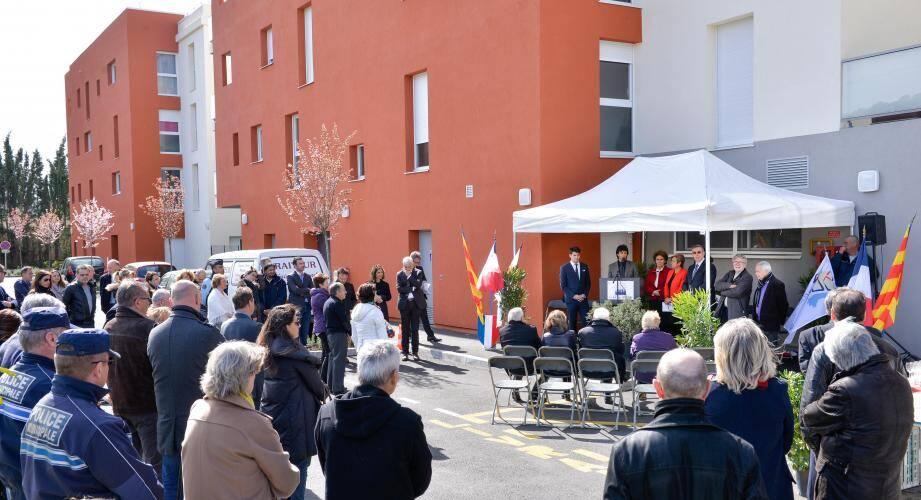 Des locataires, des représentants de l'office, de la ville, de la sous-préfecture et de l'agglomération étaient au Maupassant, avant-hier.