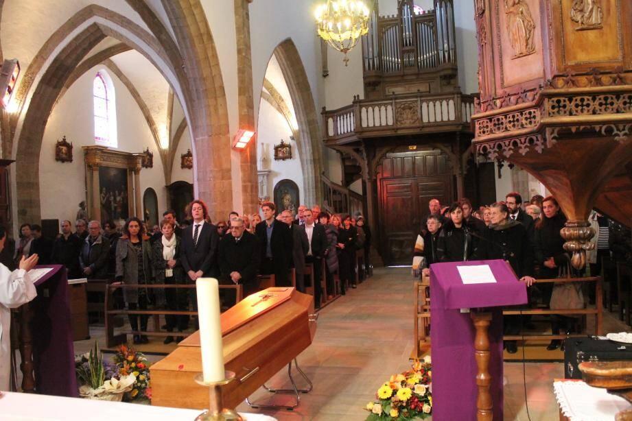 La cérémonie religieuse s'est déroulée dans l'église St-Pierre-de-Signes.