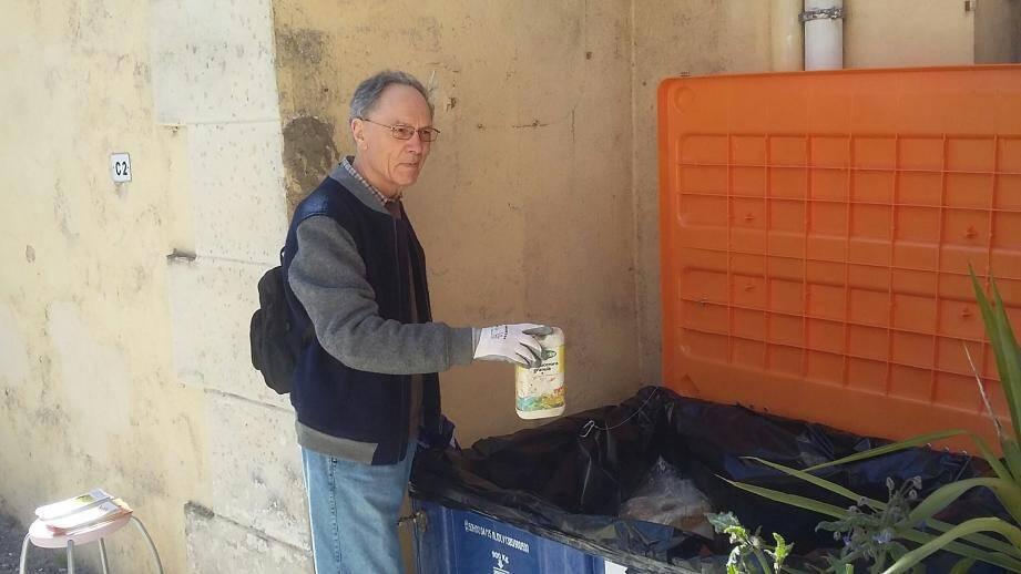Michel Dupart a trouvé là une bonne solution pour se débarrasser de ses produits toxiques... pour l'environnement.