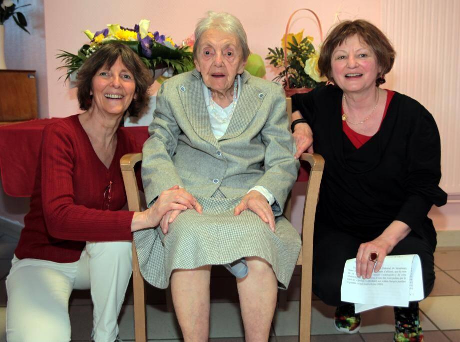 Myriam Rosenberg, entourée de ses deux filles Nicole et Eliane, vient tout juste de fêter son centenaire.