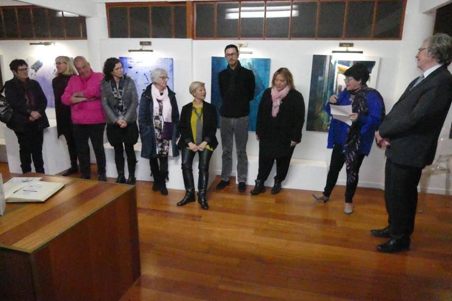 Les papiers collés, nouveau défi relevé par les artistes de l'Association des peintres carqueirannais et amis des arts (à gauche de la photo).