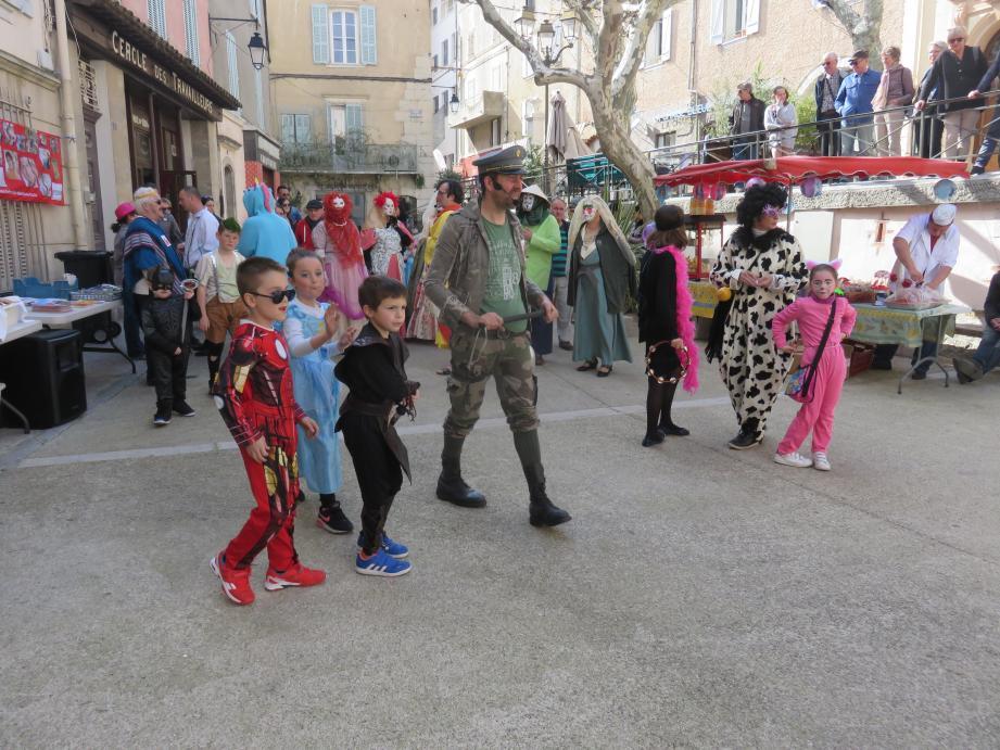 Denise Routaboul était entourée de son mari et de ses enfants pour recevoir sa médaille des mains du maire de Sanary.
