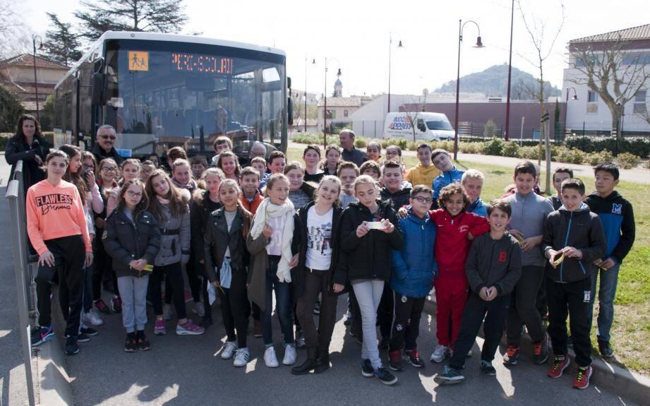 Une classe de 6e participe aux exercices proposés par l'Association nationale pour les transports éducatifs de l'enseignement public.